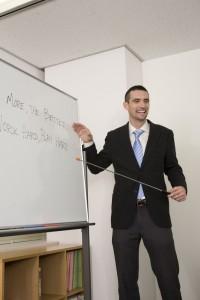 英会話の授業をする外国人講師
